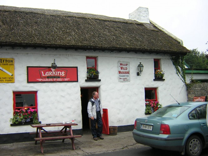 Larkins pub in Garrykennedy